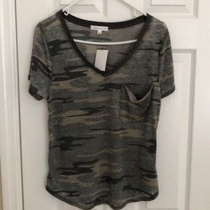 NWT Socialite camouflage print pocket Tee size L